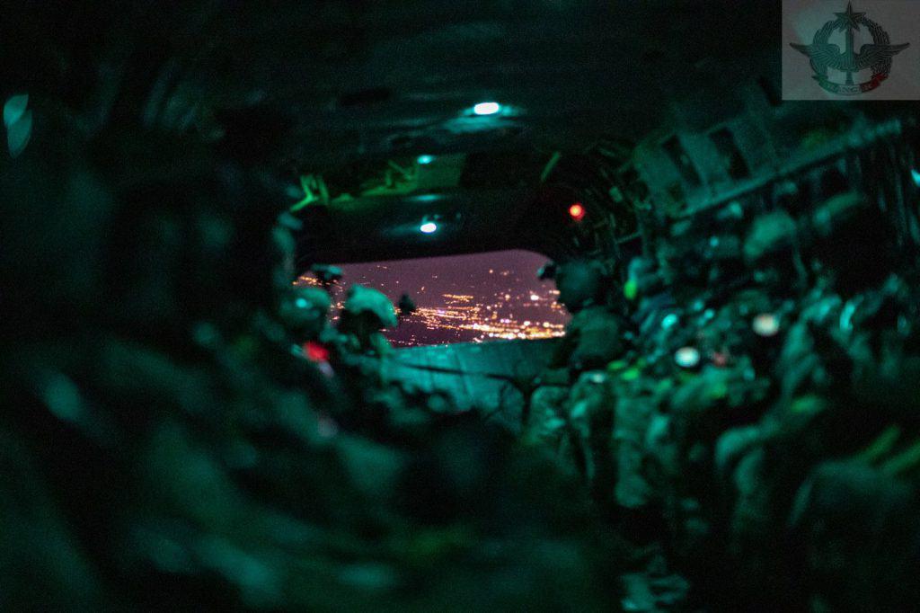 """Aviolancio notturno per operatori del 4° reggimento Alpini Paracadutisti """"Ranger"""""""